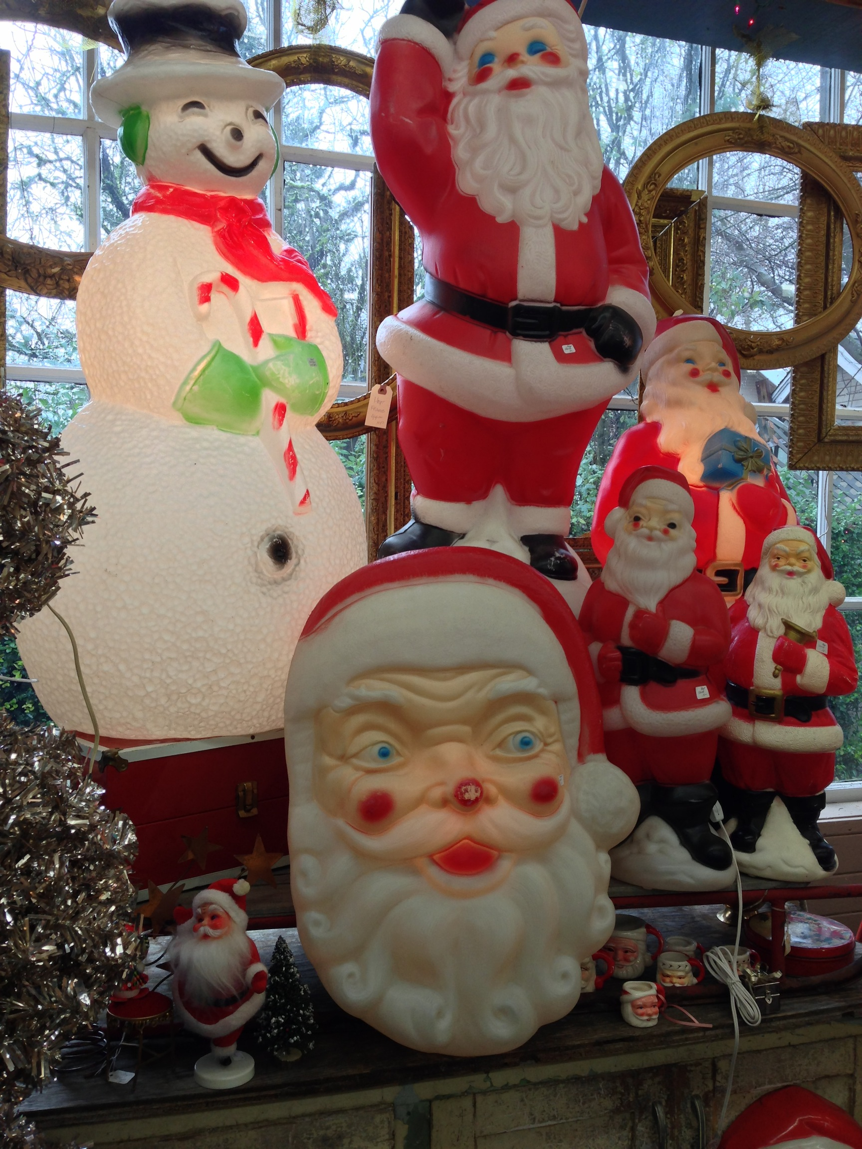 Monticello antique marketplace oregon pinup antiques for Christmas yard ornaments