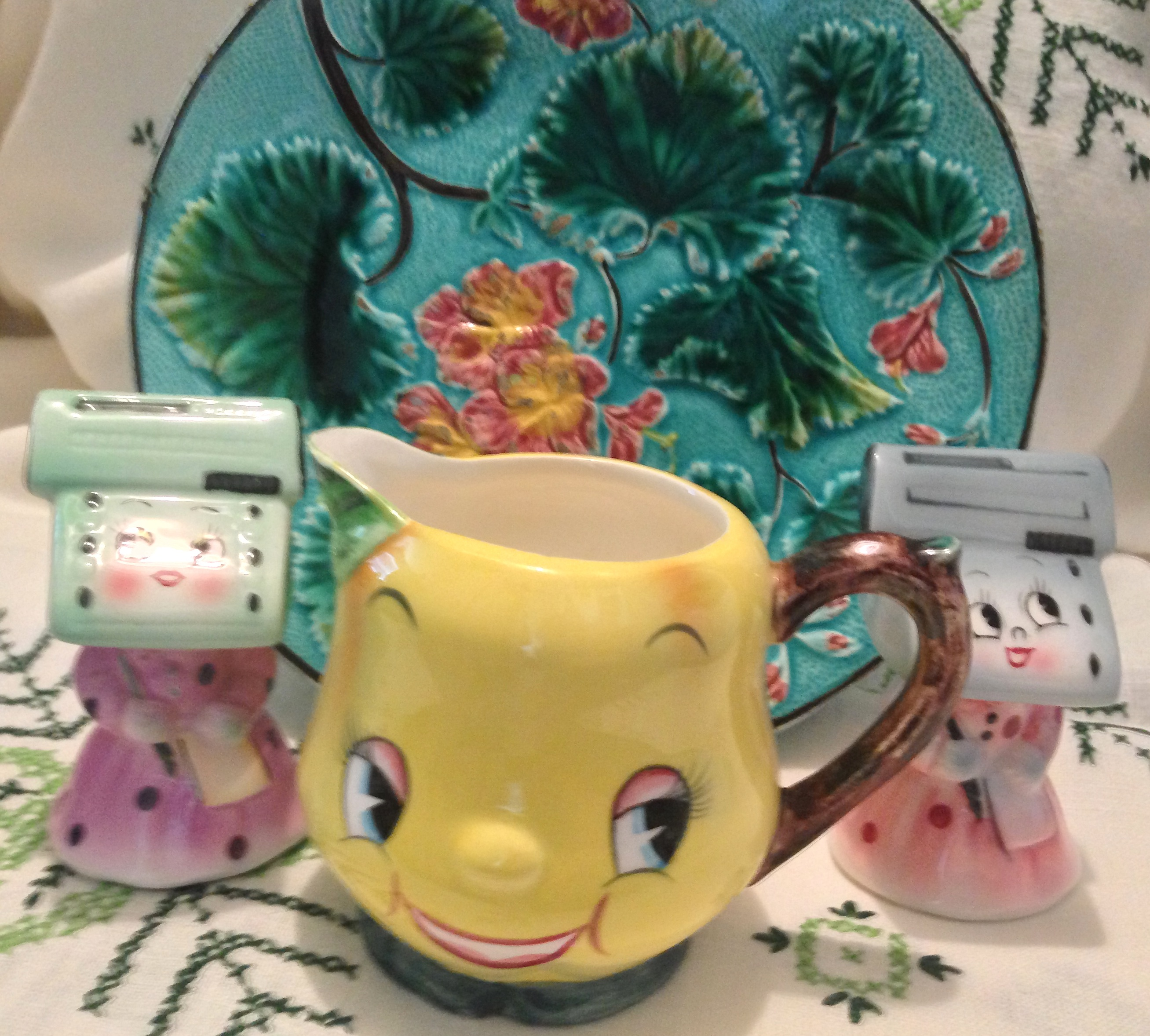 add instant vintage charm to your kitchen with 1950s collectibles you can see all my vintage