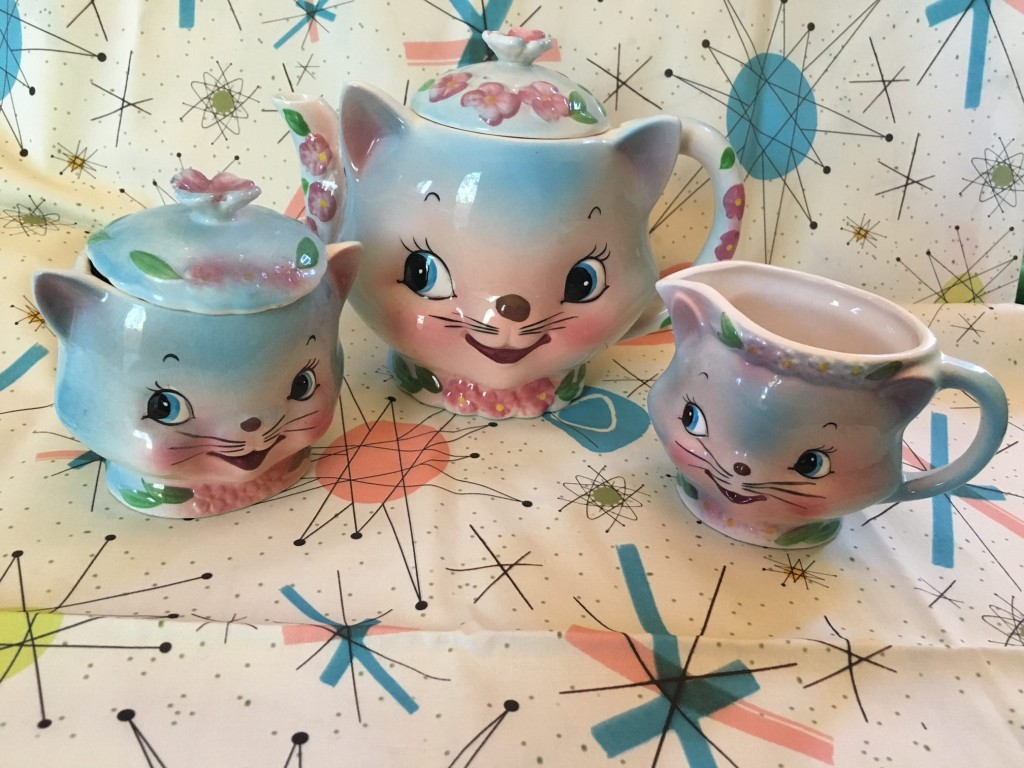 Vintage Chase Cat Tea Set