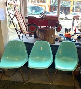 Review of Whistle Stop Antiques Mid-Century Modern Eames Chair